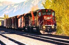 Tren de carga ferroviario pacífico canadiense Fotos de archivo