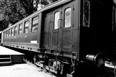 Tren de carromatos industrial negro viejo, Bélgica foto de archivo
