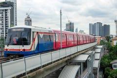 Tren de cielo del BTS en Bangkok, Tailandia Fotografía de archivo libre de regalías