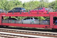 Tren de coche en la manera a la isla de Sylt Foto de archivo