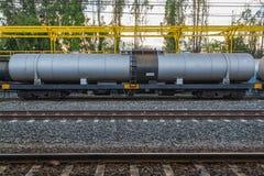 Tren de ferrocarril de los coches negros del petrolero Fotografía de archivo