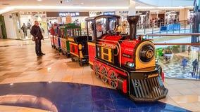 Tren de la alameda de compras para ir de los niños fotografía de archivo