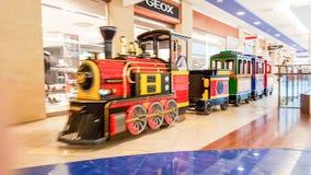 Tren de la alameda de compras, Vilna imagen de archivo