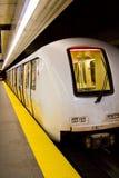 Tren de la estación de metro Imágenes de archivo libres de regalías