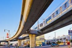 Tren de la hora punta en la línea del metro de Los Ángeles Imagenes de archivo