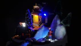 Tren de la Navidad y luces de la Navidad, ciudad de la nieve almacen de metraje de vídeo