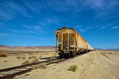 Tren de largo que aherrumbra Imagenes de archivo