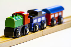 Tren de madera del juguete imagenes de archivo