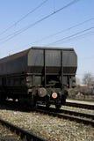 Tren de mercancías detrás Imagenes de archivo
