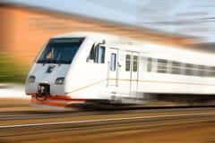 Tren de pasajeros de alta velocidad en el movimiento Imágenes de archivo libres de regalías