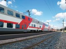 Tren de pasajeros de dos pisos Fotos de archivo libres de regalías