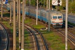 Tren de pasajeros en el ferrocarril Imagen de archivo