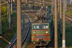 Tren de pasajeros en el ferrocarril Imagen de archivo libre de regalías