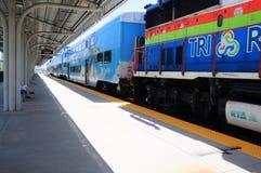 Tren de pasajeros en la estación de Boca Raton, la Florida Foto de archivo libre de regalías