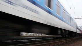Tren de pasajeros 4K almacen de metraje de vídeo