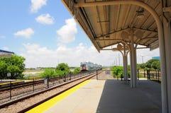 Tren de pasajeros que llega en la estación, FL Imagen de archivo libre de regalías