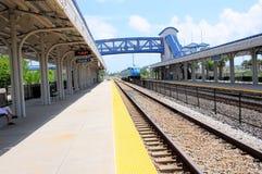 Tren de pasajeros que sale de la estación, la Florida Imagen de archivo