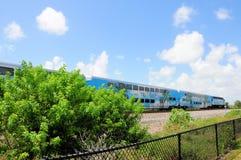 Tren de pasajeros que tira en la estación, la Florida Imágenes de archivo libres de regalías