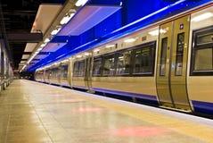 Tren de punto negro, Suráfrica - Gautrain Imagenes de archivo