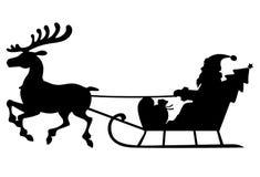 Trenó de Santa Claus da silhueta com cervos Foto de Stock