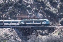 Tren del barranco de Verde Foto de archivo libre de regalías