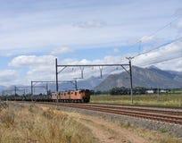 Tren del carbón a través de Romans River fotografía de archivo