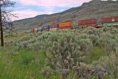 Tren del envase del CPR en Thompson River Valley,  Fotografía de archivo libre de regalías