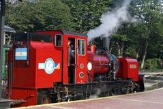 Tren del extremo del mundo que se va para Tierra del Fuego National Park Foto de archivo libre de regalías