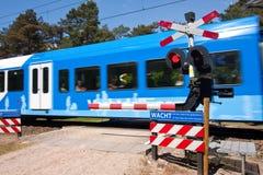 Tren del holandés que pasa cerca Foto de archivo libre de regalías