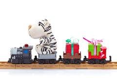 Tren del juguete con los regalos Imágenes de archivo libres de regalías