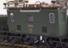 Tren del juguete del estaño con las cartas Imagen de archivo