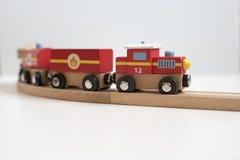Tren del juguete del estaño con las cartas Imágenes de archivo libres de regalías