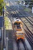 Tren del mantenimiento en los carriles Fotos de archivo