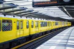 Tren del metro, Berlín Fotos de archivo