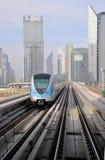 Tren del metro en Dubai Fotos de archivo