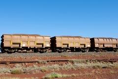 Tren del mineral de hierro imagenes de archivo