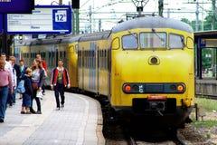 Tren del NS en la estación de ferrocarril Utrecht, Holanda, los Países Bajos del NS Imágenes de archivo libres de regalías