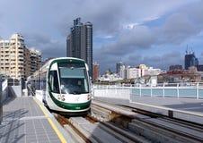 Tren del nuevo sistema ferroviario ligero Fotos de archivo