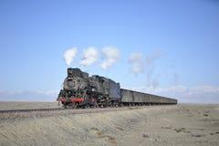 Tren del vapor en el desierto de Gobi Fotografía de archivo