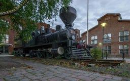 Tren del vapor en la ciudad Imagenes de archivo
