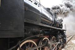 Tren del vapor en treno del ferrocarril un vapore Imagen de archivo libre de regalías
