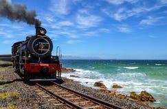 Tren del vapor por el océano Fotos de archivo libres de regalías