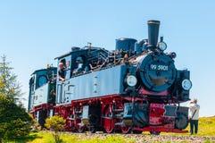 Tren del vapor del vintage que llega hacia la estación de tren de Brocken en Alemania Fotografía de archivo