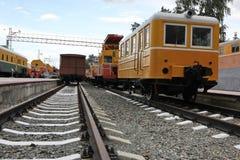 Tren del viejo estilo en ferrocarril Fotografía de archivo libre de regalías