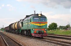 Tren diesel de la carga rusa foto de archivo