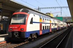 Tren doble de la cubierta en Zurich, Suiza. imagenes de archivo