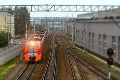 Tren eléctrico de alta velocidad, ferrocarril Fotos de archivo libres de regalías