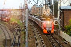 Tren eléctrico de alta velocidad, ferrocarril Imágenes de archivo libres de regalías