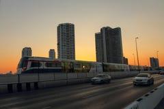 Tren eléctrico en tiempo de la puesta del sol Fotografía de archivo libre de regalías