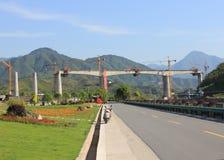 Tren elevado que es construido en China Imágenes de archivo libres de regalías
